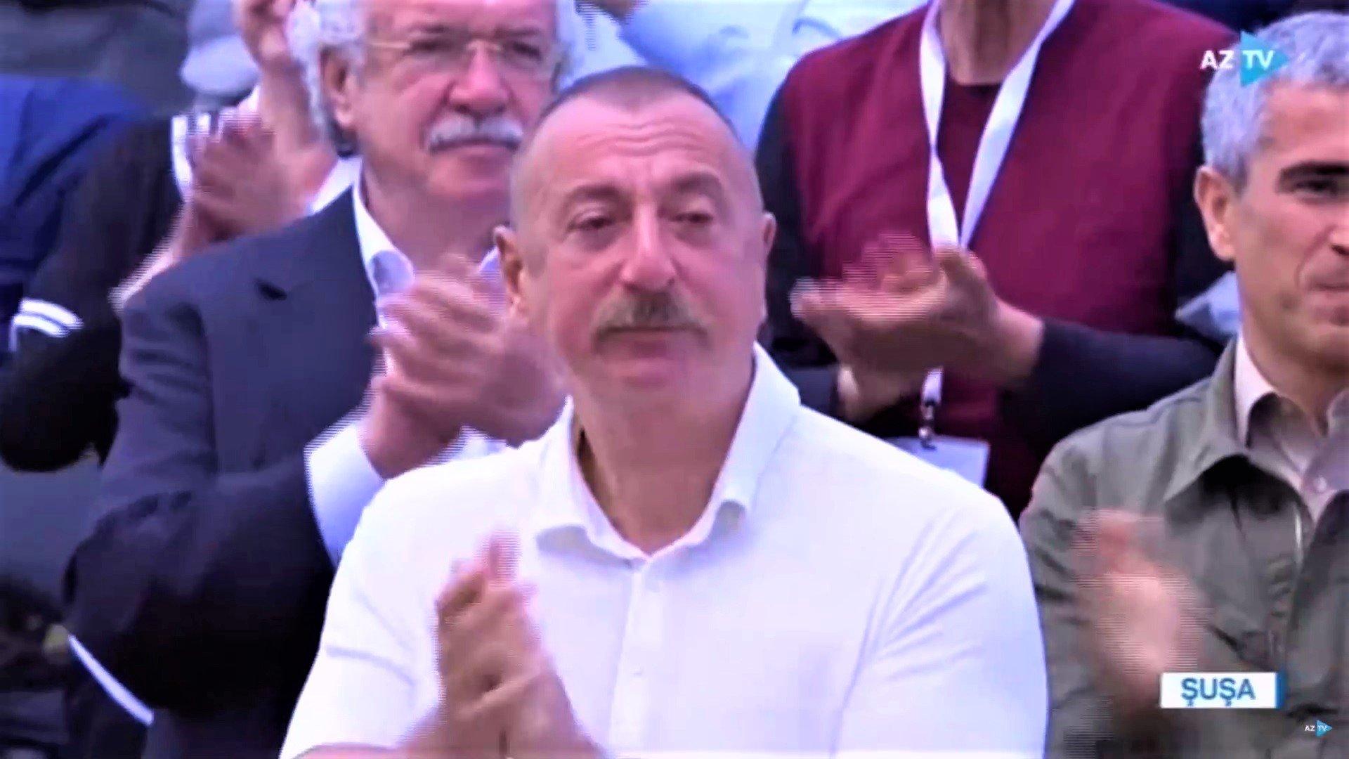 """""""Xarıbülbül"""" festivalında İlham Əliyev göz yaşlarına hakim ola bilmədi"""
