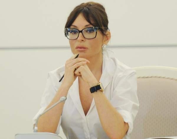 """Mehriban Əliyeva: """"Peşəkar insan ehtiyatı hər bir ölkənin sərvəti hesab olunur"""""""