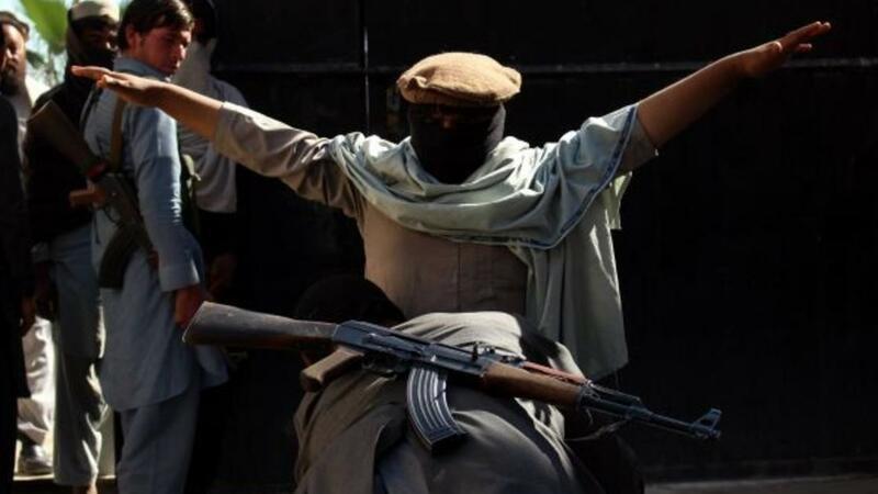"Prezident sarayında ATIŞMA: ""Taliban""ın bu lideri itkin düşdü, sonra..."